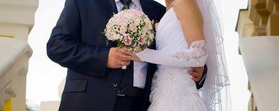 Menchii i bielu róży bridal bukiet Obraz Royalty Free
