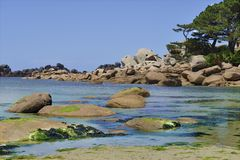 Menchii skały Ploumanac ` h w Francja Obrazy Royalty Free