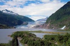 Mendenhall冰川和秋天 免版税库存图片