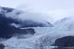 Mendenhall冰川有薄雾的颜色  免版税库存照片