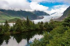 Mendenhall Gacier och sjö, Alaska royaltyfri fotografi