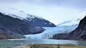 Mendenhallgletsjer en meer dichtbij Juneau, Alaska stock afbeeldingen