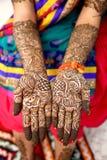 Mendi för att gifta sig flickan i Indien arkivbilder