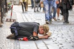 Mendiant à Prague Photo libre de droits