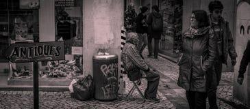Mendicante In Coimbra della via Immagini Stock