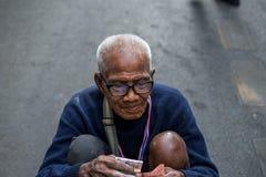 Mendicante dell'uomo anziano Fotografia Stock