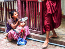 Mendicante a Mandalay, Myanmar Fotografia Stock Libera da Diritti