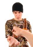 Mendigo con la cerveza Fotografía de archivo libre de regalías