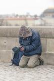 Mendigo en Praga Imagenes de archivo
