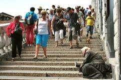 Mendigo nas ruas da cidade de Veneza, Itália Foto de Stock Royalty Free