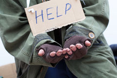 Mendigo que pide ayuda foto de archivo libre de regalías