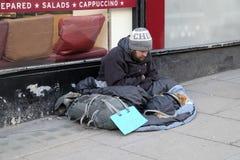 Mendigo sin hogar en una calle en Londres, Reino Unido imágenes de archivo libres de regalías