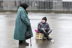 Mendigos em St Petersburg imagens de stock royalty free