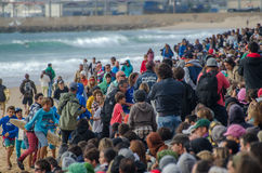 Menge auf dem Strand Lizenzfreie Stockbilder