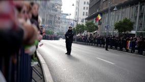 Menge auf der Straße stock video footage