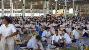 Menge bei Wat Phra Dhammakaya stock footage