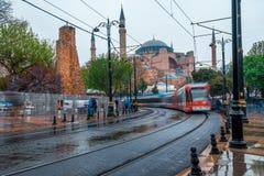 Menge an der alten Stadt Istanbul und Hagia Sophia Istanbul, die Türkei stockfotografie