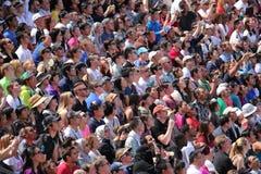 Menge, die eine Show aufpasst Stockfoto
