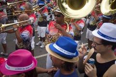 Menge, die Karneval Ipanema Rio de Janeiro Brazil feiert Lizenzfreie Stockfotografie