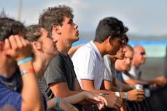 Menge in einem Konzert an FLUNKEREI Festival Stockfotografie