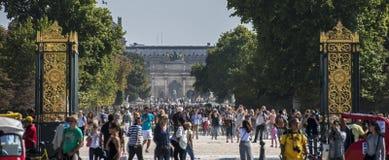 Menge im Place de la Concorde Lizenzfreie Stockfotos