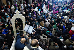 MENGE: Moslems in der Moscheenquäkersitzung Lizenzfreies Stockfoto