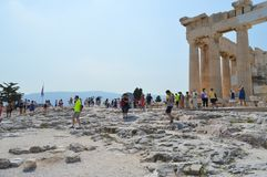 Menge und Unsicherheit, die zur Akropolise in Athen, Griechenland am 16. Juni 2017 gehen Lizenzfreie Stockfotografie