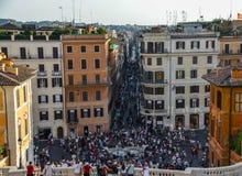 Menge von Leuten auf Piazza di Spagna, Rom Italien lizenzfreie stockfotografie