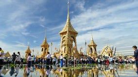 Menge von Leuten besuchen das königliche Krematorium der Seine Majestät King Lizenzfreie Stockfotografie