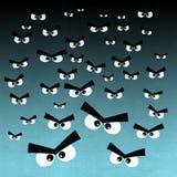 Menge von verärgerten Augen auf dunklem Hintergrund Stockfotografie