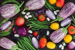 Mengeling van de verse groente van de landbouwersmarkt van hierboven op de oude houten raad met exemplaarruimte Gezonde het eten  Royalty-vrije Stock Fotografie