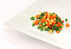 Mengeling van gekookte groente op plaat Stock Afbeeldingen