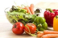 Mengeling van groenten op salade Royalty-vrije Stock Foto
