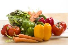 Mengeling van groenten op salade Royalty-vrije Stock Foto's