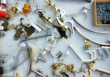 Mengeling van hangers en handvatten in een doos Royalty-vrije Stock Afbeelding