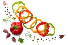Mengeling van knoflook, gesneden zoete groene paprika en peterselie op witte achtergrond Hoogste mening Stock Foto's