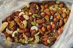 Mengeling van noten en zaden stock afbeeldingen