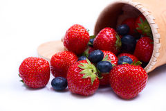 Mengeling van sappige aardbeien en bosbessen Stock Fotografie