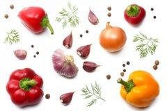 mengeling van zoete groene paprika, knoflook en peterselie op witte achtergrond Hoogste mening Stock Foto