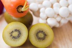 Mengelings verse groenten en vruchten voor healty of dieetmensen Stock Afbeeldingen