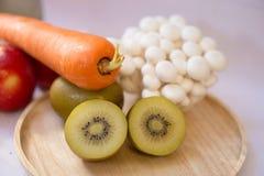 Mengelings verse groenten en vruchten voor healty of dieetmensen Royalty-vrije Stock Foto's