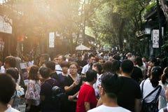Mengen am berühmten touristischen Anblick in Chengdu-Straße stockfotografie