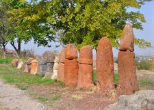 Menghirs στην αρχαία τακτοποίηση Metsamor _ Στοκ Φωτογραφία