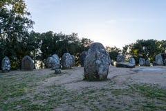 Menhires en un cromlech cerca de Evora en Portugal Fotos de archivo libres de regalías