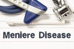 Meniere疾病特写镜头诊断  医生神经学家的医疗书指南有中耳混乱Meniere二标题文本的  库存照片