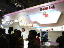 Menigte bij de box Yamaha in AutoExpo 2012 Royalty-vrije Stock Foto's