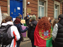 Menigte bij Migrerende Demonstratie Stock Afbeeldingen