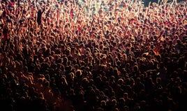 menigte bij overleg - het festival van de de zomermuziek stock afbeelding