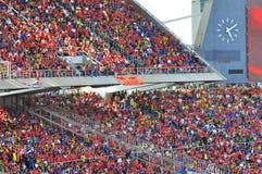 Menigte bij stadion Stock Fotografie