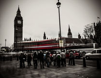 Menigte buiten Big Ben Royalty-vrije Stock Foto